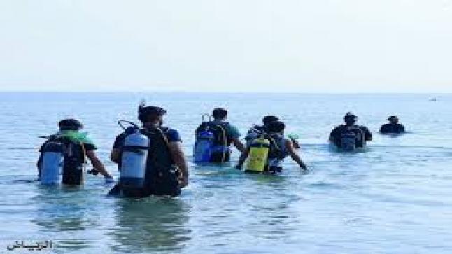 أكثر من 25 غواصا و30 متطوع يشاركون في جملة المنطقة الشرقية لتنظيف شاطئ نصف القمر